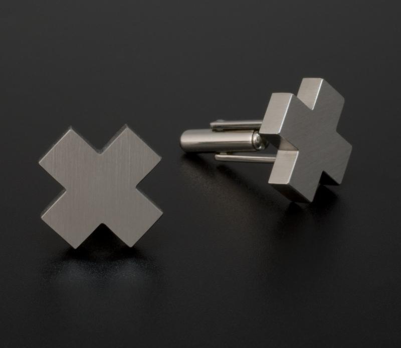 cufflink 016 300 dpi jara-800x695