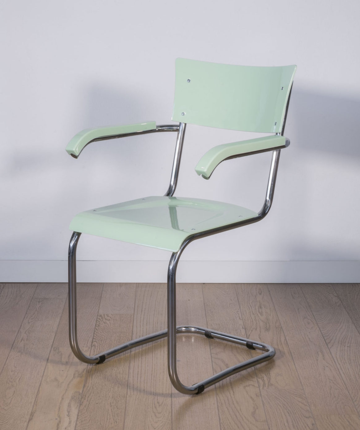 Shock tube chair